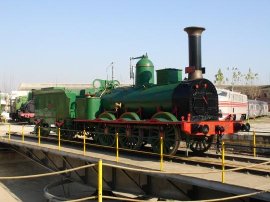 Locomotora MZA 246 Mamut a sobre del pont giratori del Museu