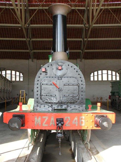 Frontal de la locomotora a la rotonda del Museu