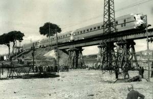 El pont provisional de la Riera de las Arenas es inaugurat pel Ministre de Obres Públiques i el President de Renfe el 15 d'octubre de 1962. Francesc Ribera.