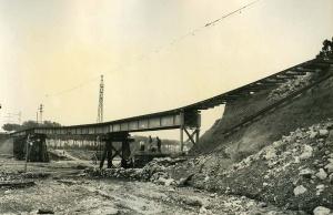Les plutjes del desembre tornen a deixar el pont de la Riera de las Arenas en un estat precari. Francesc Ribera.