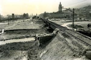 Reparació provisional del pont sobre el riu Ripoll. Francesc Ribera.