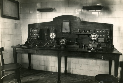 Gabinete telegráfico de la estación madrileña de Pozuelo, en 1944.