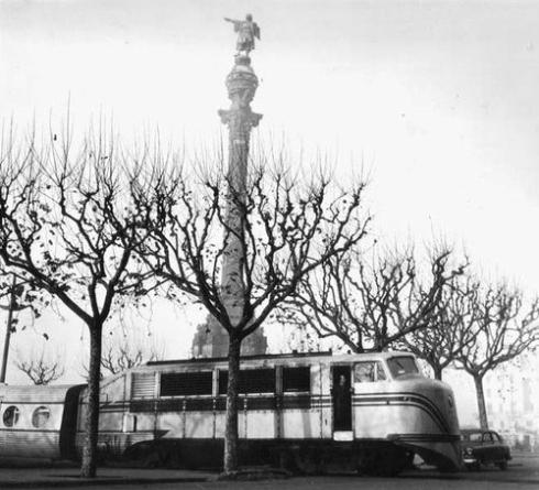 Com que no eren reversibles els Talgo II eren invertits donant la volta pel port de Barcelona. Fons Talgo